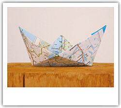 Papierschiffchen Weltkarte