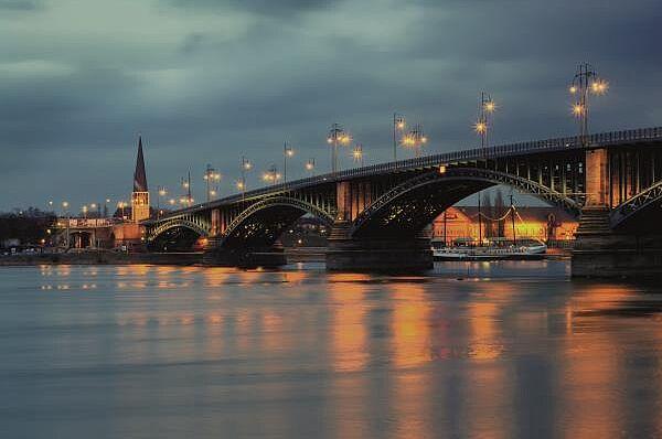 Mainz mit Rheinschifffahrt und Besuch des Weihnachtsmarktes
